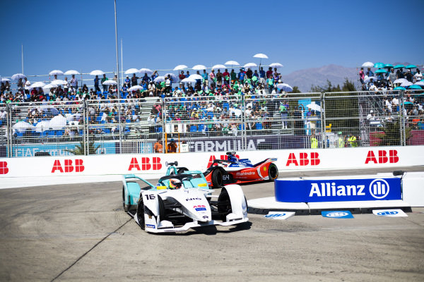 Oliver Turvey (GBR), NIO Formula E Team, NIO Sport 004 leads Jérôme d'Ambrosio (BEL), Mahindra Racing, M5 Electro