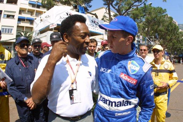 Monaco Grand Prix.Monte Carlo, Monaco.24-27 May 2001.Football star Pele talks with fellow Brazilian Luciano Burti (Prost Acer).World Copyright - LAT Photographicref: 8 9 MB Digital