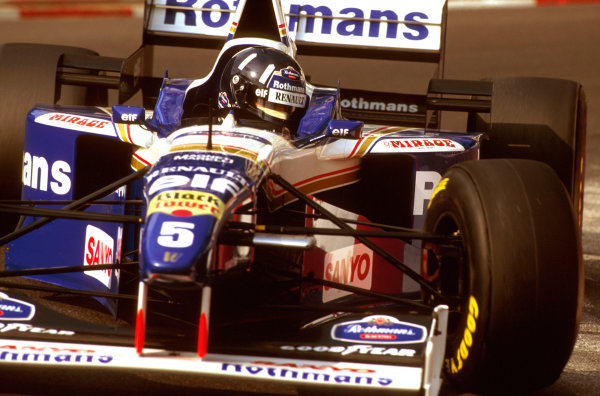 Monte Carlo, Monaco.16-19 May 1996.Damon Hill (Williams FW18 Renault) was leading when his engine expired on lap 40.Ref-96 MON 11.World Copyright - LAT Photographic