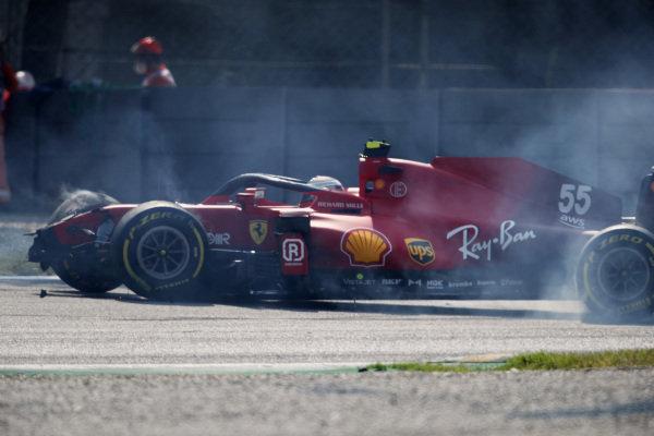 Carlos Sainz, Ferrari SF21, crashes and causes a red flag