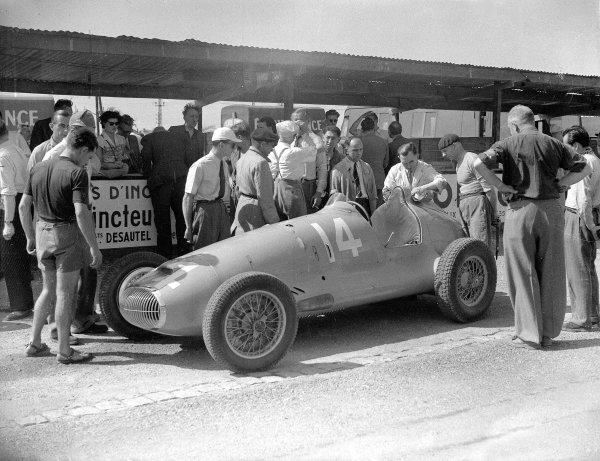Lyon, France. 21 September 1947.CTA-Arsenal which Raymond Sommer retired on the first lap of its debut.Ref-Motor 779/4.World Copyright - LAT Photographic