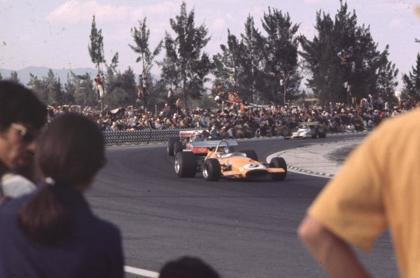1970 Mexican Grand Prix.Mexico City, Mexico.23-25 October 1970.Peter Gethin (McLaren M14A Ford) leads John Surtees (Surtees TS7A Ford) and Jackie Oliver (BRM P153).Ref-70 MEX 42.World Copyright - LAT Photographic