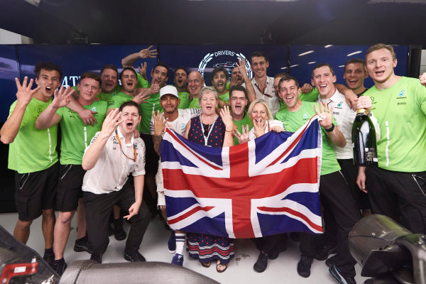 Autodromo Hermanos Rodriguez, Mexico City, Mexico. Sunday 29 October 2017. Lewis Hamilton, Mercedes AMG, celebrates with his team and his mother Carmen Larbalestier after securing the world drivers championship title for the fourth time. World Copyright: Steve Etherington/LAT Images  ref: Digital Image SNE14578