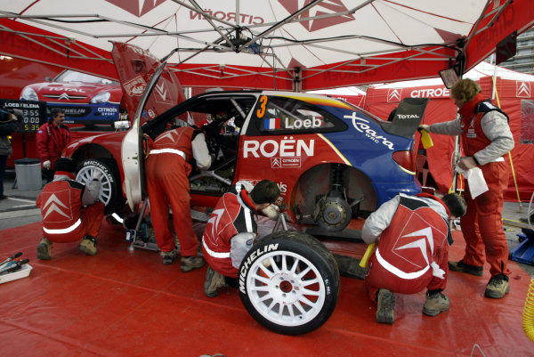 2004 FIA World Rally Champs. Round one, Monte Carlo Rally.22nd-25th January 2004.Sebastien Loeb, Citroen, service.World Copyright: McKlein/LAT