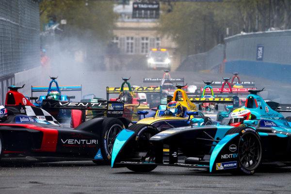 2015/2016 FIA Formula E Championship. Paris ePrix, Paris, France. Saturday 23 April 2016. Sebastien Buemi (SUI), Renault e.Dams Z.E.15 at the start of the race. Photo: Glenn Dunbar/LAT/Formula E ref: Digital Image _W2Q1818