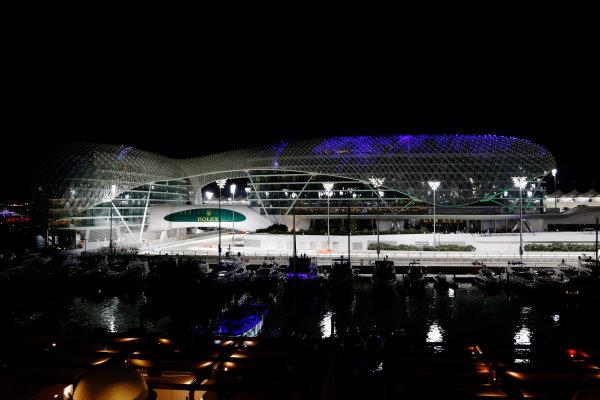 Yas Marina Circuit, Abu Dhabi, United Arab Emirates. Thursday 26 November 2015. The circuit at night. World Copyright: Jed Leicester/LAT Photographic ref: Digital Image _L1_0471
