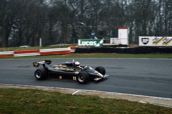 Brands Hatch, England.Elio de Angelis (Lotus 91-Ford), action. World Copyright: LAT Photographic.Ref:  82TestBrands02