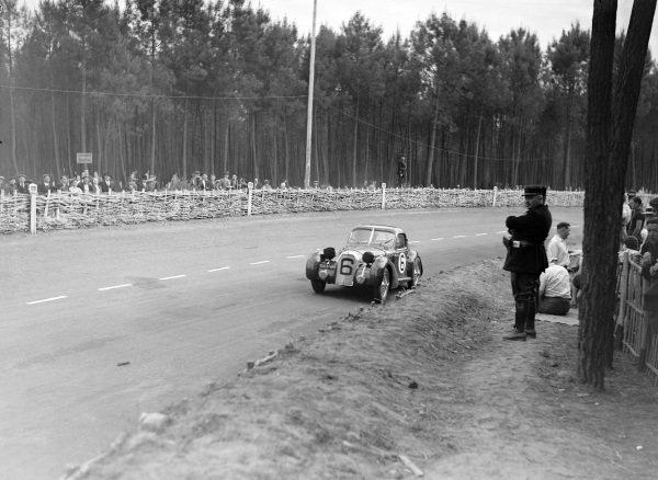 Louis Rosier / Maurice Huguet, Luigi Chinetti, Talbot Lago T150SS Coupé.