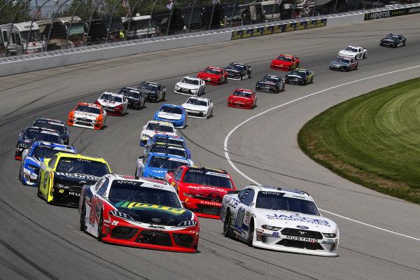 #20: Erik Jones, Joe Gibbs Racing, Toyota Camry Craftsman / Sport Clips and #00: Cole Custer, Stewart-Haas Racing, Ford Mustang Jacob Companies