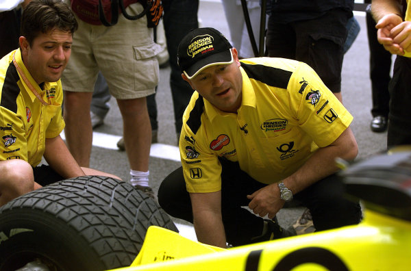 2001 Austrian Grand Prix.A1-Ring, Zeltweg, Austria.11-13 May 2001.Ex Eastenders Star, Ross Kemp finds TV roles hard to come by so resorts to a bit of temp work with the Jordan Honda team.World Copyright - Steve Etherington/LAT PhotographicRef:18mb Digital Image