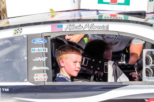 #4: Kevin Harvick, Stewart-Haas Racing, Ford Mustang Mobil 1, victory celebration, son Keelan