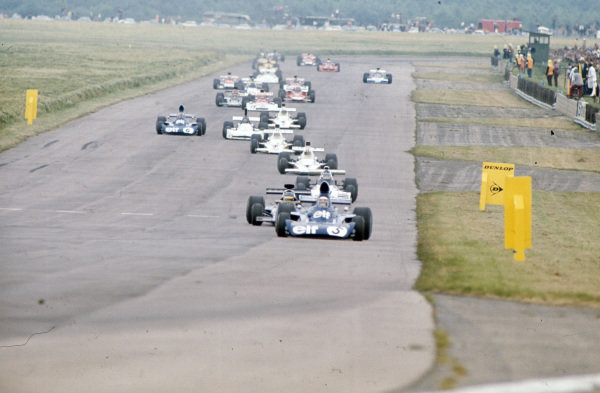 Jackie Stewart, Tyrrell 006 Ford leads Ronnie Peterson, Lotus 72E Ford, Carlos Reutemann, Brabham BT42 Ford, Denny Hulme, McLaren M23 Ford and race winner Peter Revson, McLaren M23 Ford.