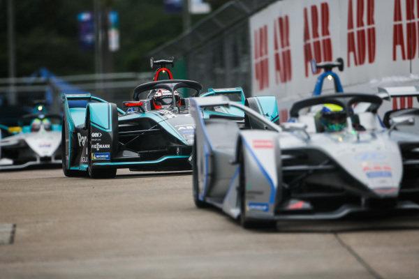 Felipe Massa (BRA), Venturi Formula E, Venturi VFE05 leads Mitch Evans (NZL), Panasonic Jaguar Racing, Jaguar I-Type 3