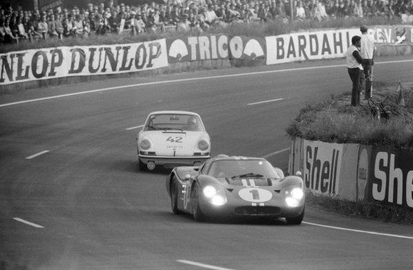 Dan Gurney / A.J. Foyt, Shelby-American, Ford GT40 Mk.IV, leads Herbert Linge / Robert Buchet, Auguste Veuillet, Porsche 911S.