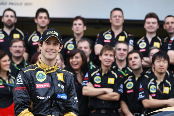 Bruno Senna (BRA) Lotus Renault GP at a team photo.