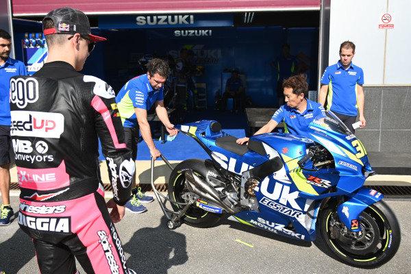 Fabio Di Giannantonio, Speed Up Racing looking at the Suzuki.