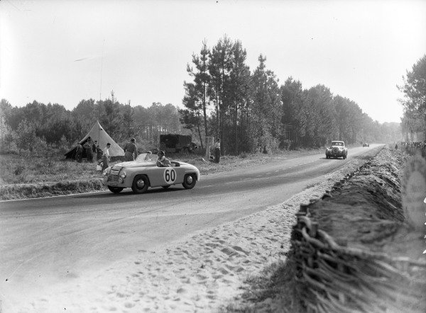 Emmanuel Baboin/ Pierre Gay, Ecurie Verte, Simca Six, leads H.S.F. Hay / Tommy Wisdom, Bentley Paulin.