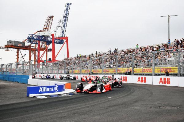 Rene Rast (DEU), Audi Sport ABT Schaeffler, Audi e-tron FE07, leads Oliver Rowland (GBR), Nissan e.Dams, Nissan IMO2