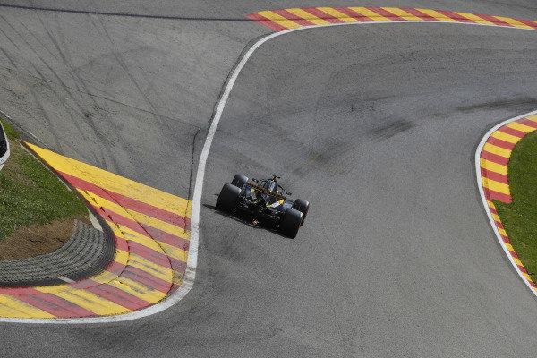 Nico Hulkenberg, Renault Sport F1 Team R.S. 18, strikes up sparks.