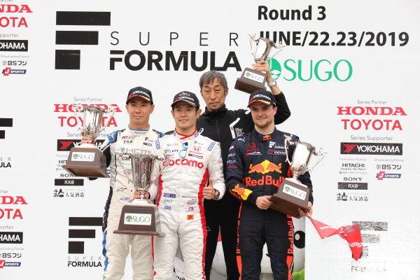Winner Naoki Yamamoto, DOCOMO TEAM DANDELION RACING, Dallara SF19 Honda, Kamui Kobayashi, Carrozzeria Team KCMG, Dallara SF19 Honda, 2nd, Lucus Auer, B-Max Racing with Motopark Dallara SF19 Honda, 3rd, celebrate on the podium