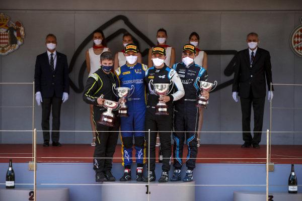 Felipe Drugovich (BRA, Uni-Virtuosi), Race Winner Guanyu Zhou (CHN, Uni-Virtuosi Racing) and Roy Nissany (ISR, DAMS) on the podium with the trophy