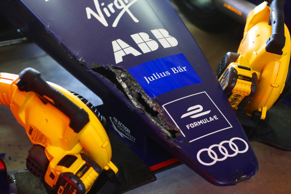 Damage to the nose of the car of Robin Frijns (NLD), Envision Virgin Racing, Audi e-tron FE05, after a crash in the it lane