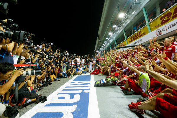 Marina Bay Circuit, Singapore. Sunday 20 September 2015. Sebastian Vettel, Ferrari, 1st Position, Kimi Raikkonen, Ferrari, 3rd Position, and the Ferrari team celebrate a double podium result. World Copyright: Alastair Staley/LAT Photographic ref: Digital Image _R6T7562