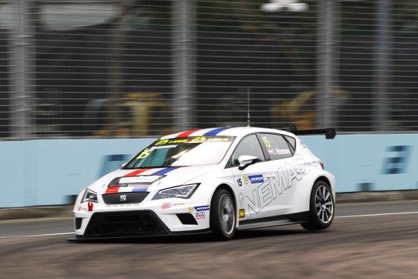 2015 TCR International Series Round 9. Marina Bay Circuit, Singapore. Friday 18 September 2015. Loris Hezemans, No.15 Target Competition. World Copyright: Sam Bloxham/LAT Photographic. ref: Digital Image _G7C3327