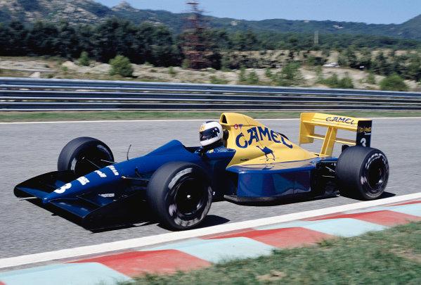 1989 Portuguese Grand Prix.Estoril, Portugal.22-24 September 1989.Jonathan Palmer (Tyrrell 018 Ford) 6th position.Ref-89 POR 28.World Copyright - LAT Photographic