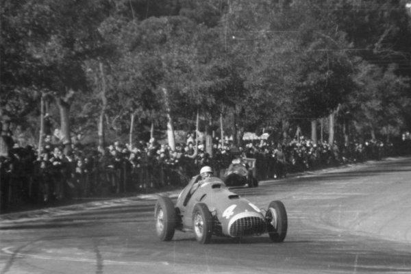 1951 Spanish Grand Prix.Pedralbes, Barcelona, Spain. 28 October 1951.Luigi Villoresi (Ferrari 375).World Championship - LAT Photographic