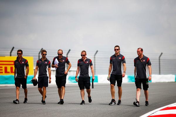 Sepang International Circuit, Sepang, Malaysia. Thursday 28 September 2017. Romain Grosjean, Haas F1 walks the track with his team. World Copyright: Andy Hone/LAT Images  ref: Digital Image _ONZ8221