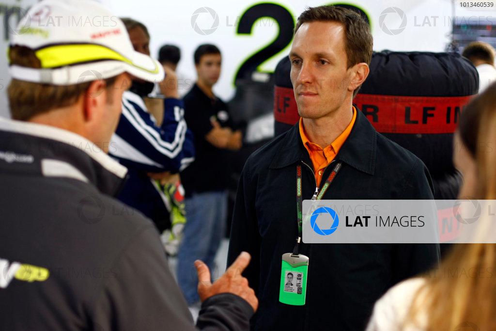 Interlagos, Sao Paulo, Brazil. 17th October 2009. Luciano Burti with Rubens Barrichello, Brawn GP BGP001 Mercedes. Portrait.  World Copyright: Charles Coates/LAT Photographic ref: Digital Image _26Y2615