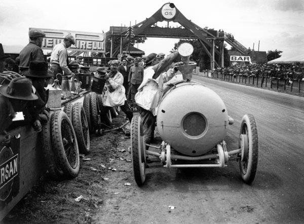 1922 French Grand Prix.Strasbourg, France. 16 July 1922.Giulio Foresti, Ballot 2LS, retired, pitstop, action.World Copyright: LAT PhotographicRef: Autocar Glass Plate A646.