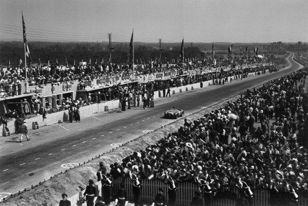 Le Mans, France. 25th - 26th June 1949.Luigi Chinetti/Lord Selsdon (Ferrari 166MM), 1st position, action.World Copyright: LAT Photographic.Ref: 49 - 16 -1.
