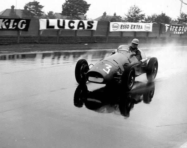 1954 Aintree 200. Aintree, England. 1-2 October 1954. Reg Parnell (Ferrari 500). World Copyright - LAT Photographic Ref: C39007