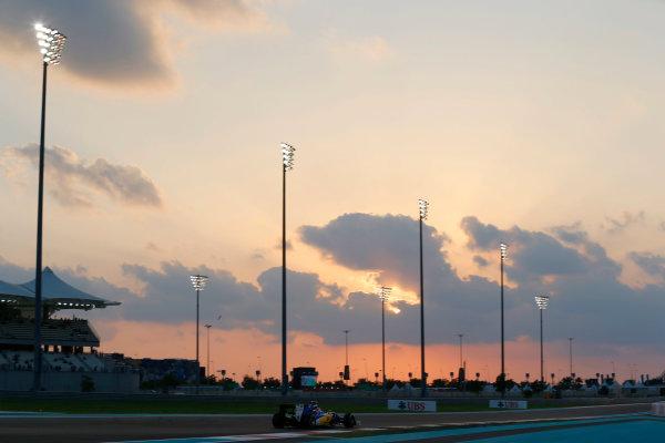 Yas Marina Circuit, Abu Dhabi, United Arab Emirates. Friday 27 November 2015. Felipe Nasr, Sauber C34 Ferrari. World Copyright: Charles Coates/LAT Photographic ref: Digital Image _99O7035
