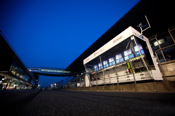 Shanghai International Circuit, Shanghai, China 18th April 2009 The Toyota pit wall closes down for the night. Technical. Atmosphere.  World Copyright: Steve Etherington/LAT Photographic ref: Digital Image SNE23247