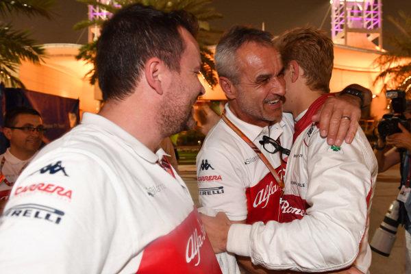 Marcus Ericsson (SWE) Alfa Romeo Sauber F1 Team celebrates with Beat Zehnder (SUI) Alfa Romeo Sauber F1 Team Manager