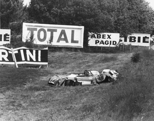 Le Mans, France. 9-10 June 1973. Jean-Pierre Beltoise/Francois Cevert (Matra-Simca MS670B), retired, crash wreckage, action.  World Copyright: LAT Photographic Ref: Motor B/W Print.