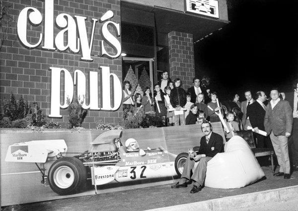 Clay Regazzoni outside his pub, portrait.  World Copyright: LAT Photographic. Ref:  B/W Print.