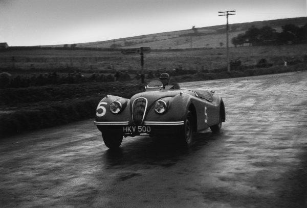 Dundrod, Northern Ireland. 16th September 1950 Peter Whitehead (Jaguar XK120), 2nd position, action. World Copyright: LAT Photographic Ref:  50 - 35 - 16.