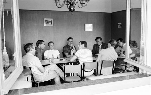 1966 Belgian Grand Prix.Spa-Francorchamps, Belgium.10-12 June 1966.(L-R) John Surtees (Ferrari), Phil Hill (Camera car/not competing), Richie Ginther (Cooper Car Co.), Graham Hill, Jackie Stewart (both BRM/Owen Racing Org.), journalist Peter Garnier, Mike Spence (Reg Parnell Racing), Jo Bonnier (Anglo-Suisse Racing) and Jo Siffert (Rob Walker Racing Team) in discussion.Ref-Autocar L66/367/1B/W.World Copyright - LAT Photographic