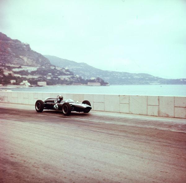 1961 Monaco Grand Prix.Monte Carlo, Monaco.11-14 May 1961.Bruce McLaren (Cooper T55 Climax) 6th position.Ref-3/0259.World Copyright - LAT Photographic
