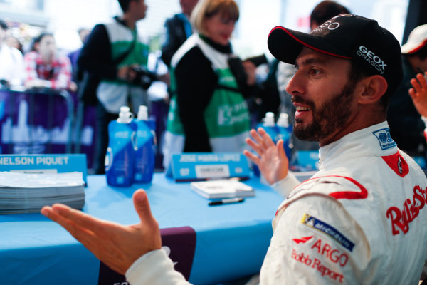 Jose Maria Lopez (ARG), GEOX Dragon Racing at the autograph session
