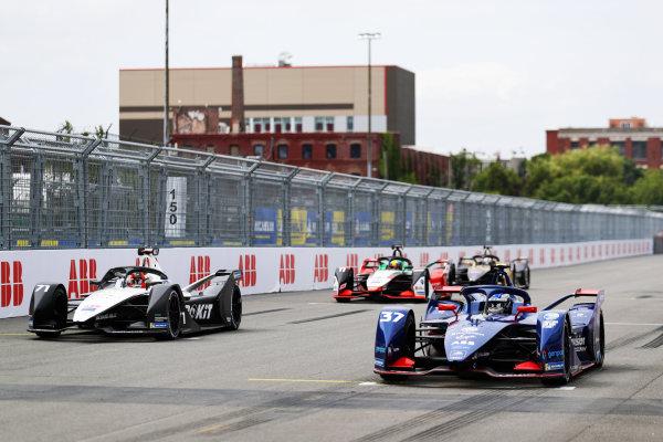 Nick Cassidy (NZL), Envision Virgin Racing, Audi e-tron FE07, leads Norman Nato (FRA), Venturi Racing, Silver Arrow 02, and Lucas Di Grassi (BRA), Audi Sport ABT Schaeffler, Audi e-tron FE07