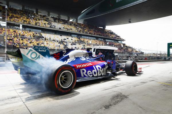 Daniil Kvyat, Toro Rosso STR14, lights up his rears in the pit lane