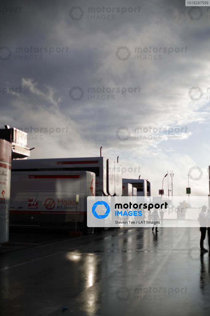 Atmosphere in the paddock