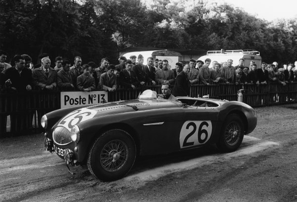 Le Mans, France. 11th - 12th June 1955.Lance Macklin/Les Leston (Austin-Healey 100S), retired, at scruiterneering, portrait. World Copyright: LAT Photographic.Ref:  5682C - 19A.