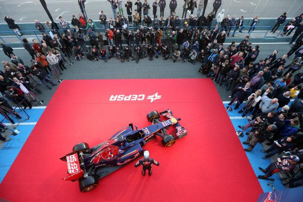 Jean-Eric Vergne (FRA) Scuderia Toro Rosso with the new Scuderia Toro Rosso STR9. Scuderia Toro Rosso STR9 Launch, Jerez, Spain, Monday 27 January 2014.