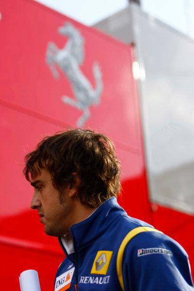 Spa Francorchamps, Spa, Belgium.6th September 2008.Fernando Alonso, Renault R28. Portrait. World Copyright: Charles Coates/LAT Photographicref: Digital Image _26Y8464